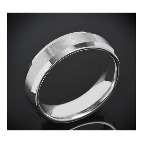 Класическа брачна халка изработена от 18к злато с широчина 6.0 мм и дебелина 2.0
