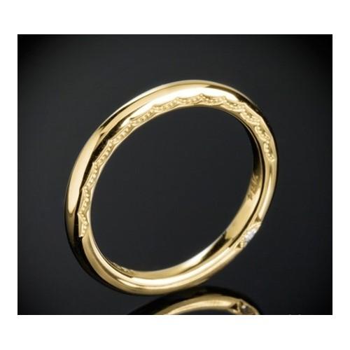 Класическа брачна халка изработена от 18к злато с широчина 2.0 мм и дебелина 2.0 мм и вградени два диаманта с цвят G и чистота V