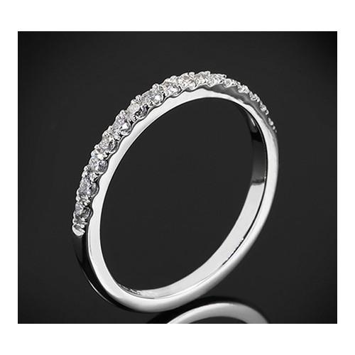 """Диамантена брачна халка от колекцията """"Звездно небе"""", изработена от 18к злато, с широчина 1,8-1,5 мм и 16 диаманта с общо тегло"""