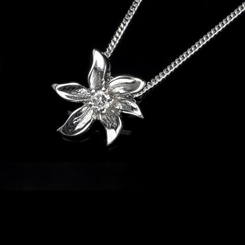 """Колие """"Престиж"""", 14K злато, централен диамант с тегло 0,024 ct"""
