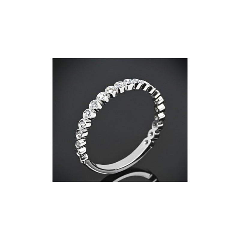 """Диамантена брачна халка от колекцията """"Звездно небе"""", изработена от 18к злато, с широчина 2,1 мм и 21 диаманта с общо тегло 0,21"""