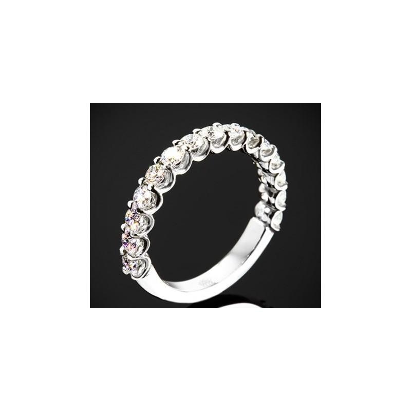 """Диамантена брачна халка от колекцията """"Звездно небе"""", изработена от 18к злато, с широчина 2,45 мм и 15 диаманта с общо тегло 0,7"""