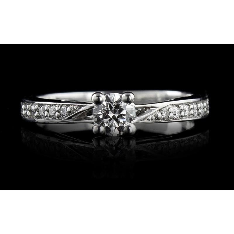 Пръстен 18К злато, с централен диамант по избори 12 диаманта с тегло 0.11ct.