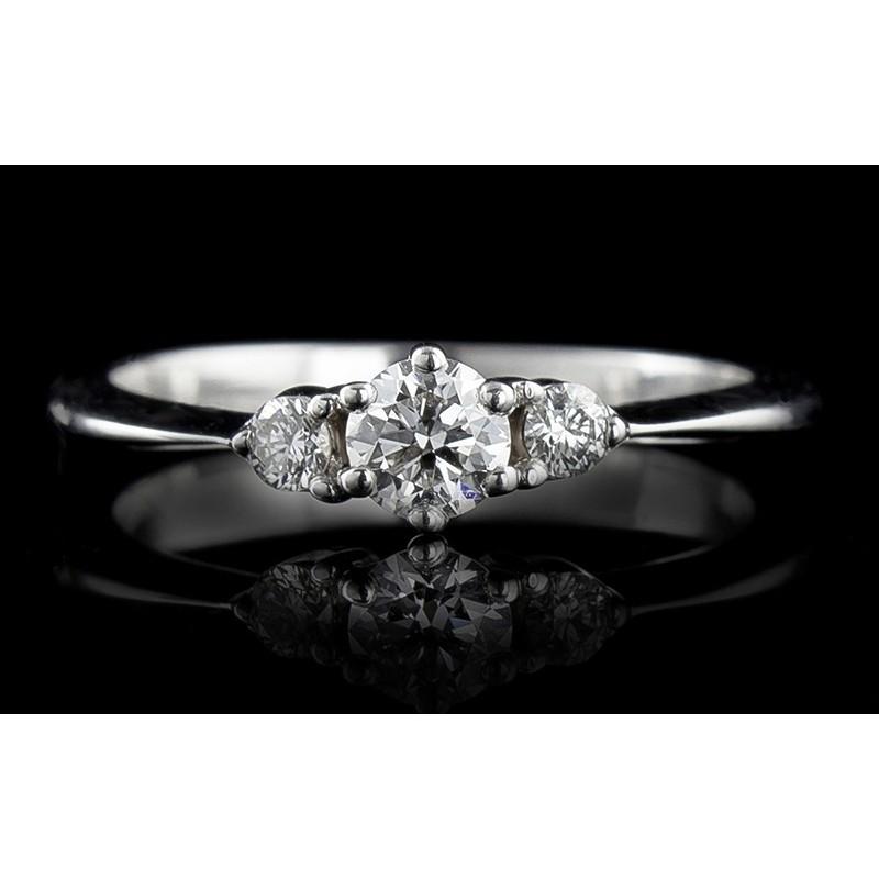 Пръстен 18К злато, с централен диамант по избор и 2 диаманта с тегло 0.096ct.