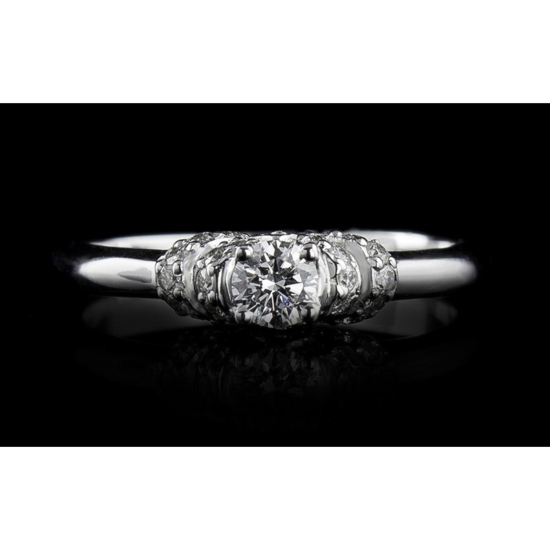 Ring of 18К gold, with a central diamond at your choice and 26 diamonds with a weight of 0.175ct