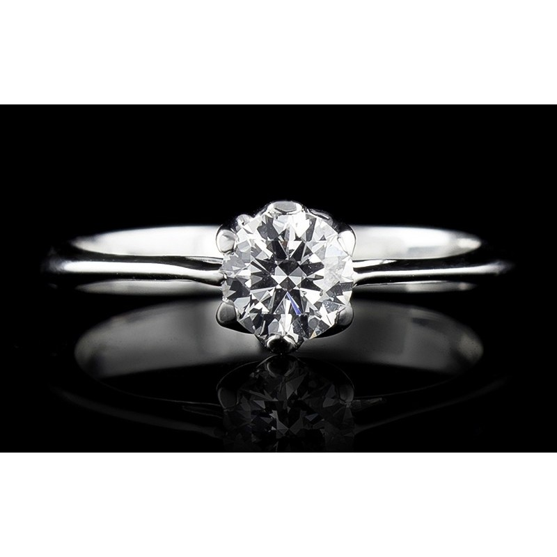 Ring of 18К gold, with a central diamond at your choice