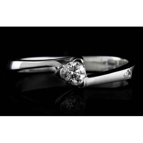 Пръстен 18К злато, с централен диамант по избор.