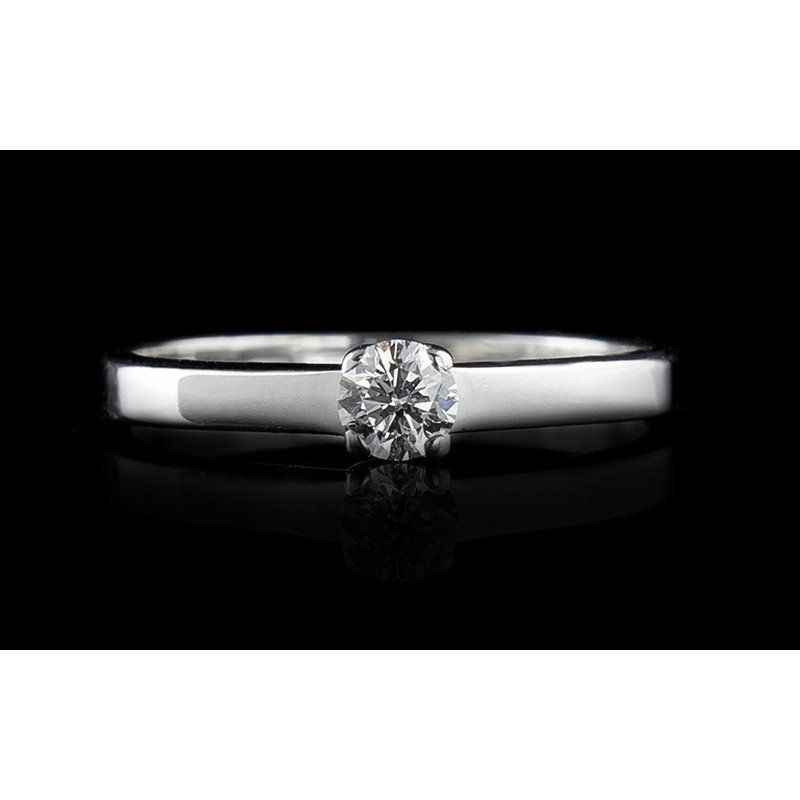 Ring, made of 18K white gold with a weight of 3.59g, with a central diamond at your choice.