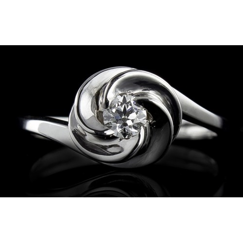 Ring, made of 18K white gold with a weight of 2.88 with a central diamond at your choice.