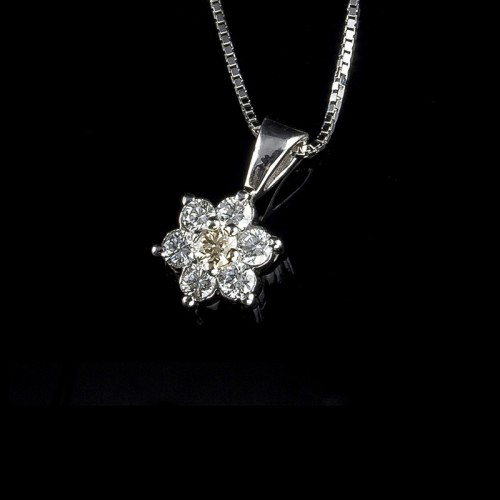 "Necklace ""Shining Star"", 18K gold, 7 diamonds with a total weight of 0.22ct."
