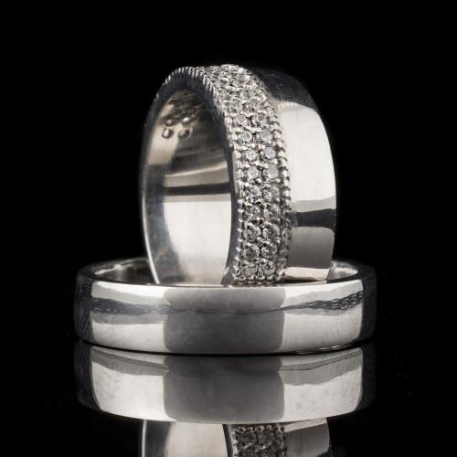 Комплект брачни халки с диаманти модел R102