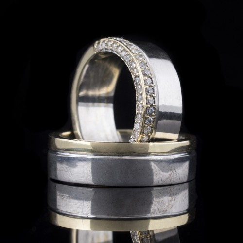 Set of wedding rings with diamonds model R104