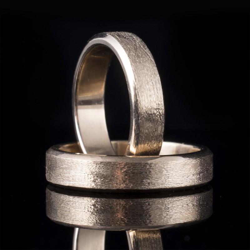 Комплект брачни халки с диаманти модел R110