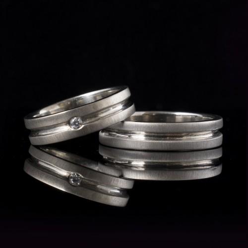 Комплект брачни халки с диаманти модел R113