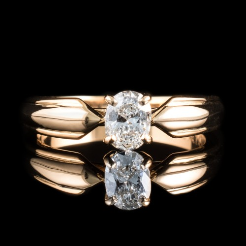 Ring of 18K gold, with a dimond 0.50ct Oval cut