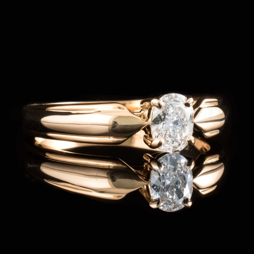 Ring of 18K gold, with a dimond 0.42ct Oval cut