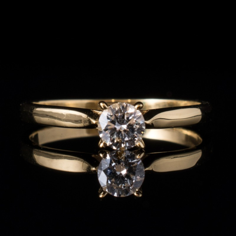 Ring of 18K gold, 1 diamond with a total weight of 0.25ct.
