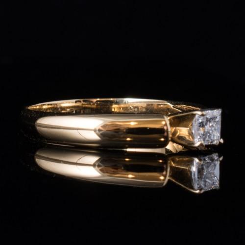 Пръстен 18К злато, 20 диаманта с общо тегло 0.196ct.