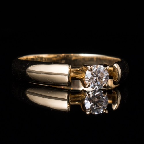 Еngagement ring 18K gold with a diamond 0.23ct
