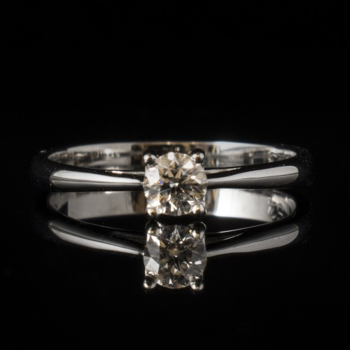 Engagement ring of 18К gold, 1 diamond with a weight of 0.23ct,