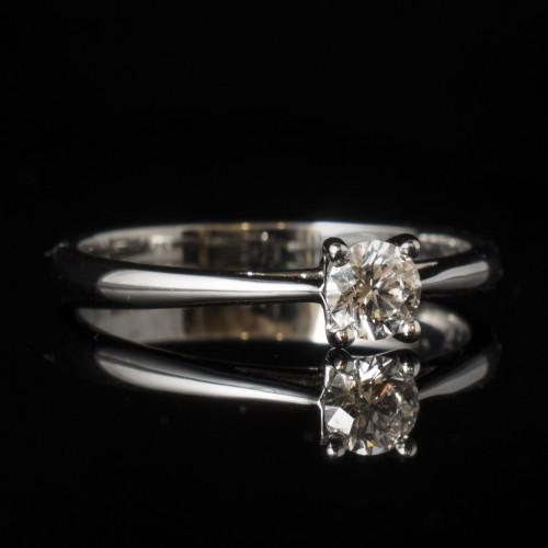 Годежен пръстен 18К злато, 1диамант с тегло 0.23ct.
