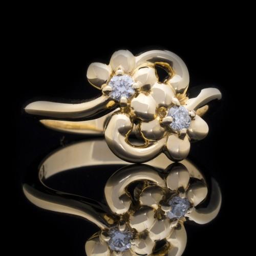 Пръстен 18К злато, 2 диаманта с  тегло 0.13ct.