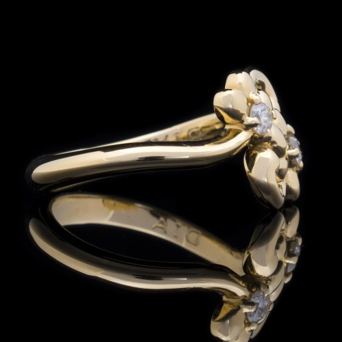 Ring of 18K YG with a weight of 0.13 ct diamonds