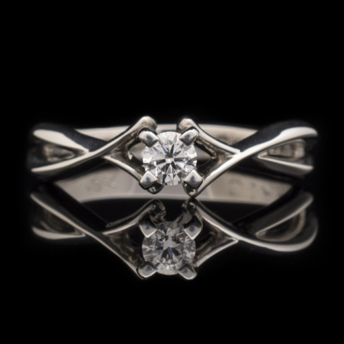 Engagement ring of 18К gold, 1 diamond with a weight of 0.17ct.