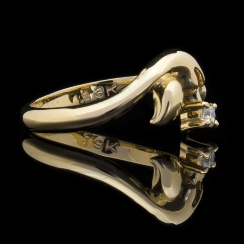 Ring of 18К gold, 1 diamond with a weight of 0.07ct.