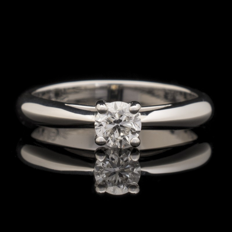 Ring of 18К gold, 1 diamond with a weight of 0.38ct.