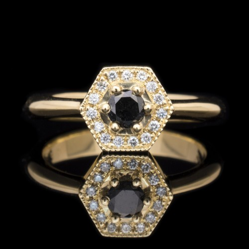 Ring of 18К gold, 1 diamond with a weight of 0.20ct and 15 diamonds with a weight of 0.08ct.