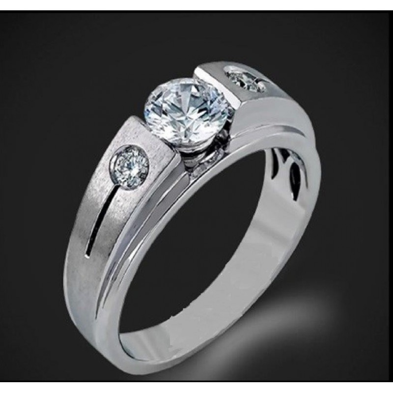 Ring of 14К gold, 1 diamond with a weight of 0.25ct and 2 diamonds with a weight of 0.03ct.