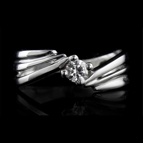 Пръстен 14К злато, 1 диамант с общо тегло 0.13ct.