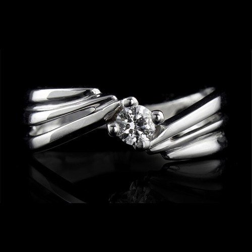 Ring, made of 18K white gold with a weight of 2.48g and 1 diamond with a brilliant cut, colour G, SI2 quality,weight of 0.13ct.