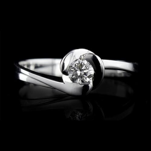 Пръстен 14К злато, 1 диамант с тегло 0.057ct.