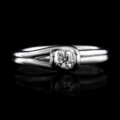 Годежен пръстен 18К злато, 1 диамант с общо тегло 0.122ct.