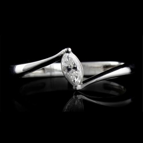 Пръстен 18К злато, 1 диамант с общо тегло 0.181ct.