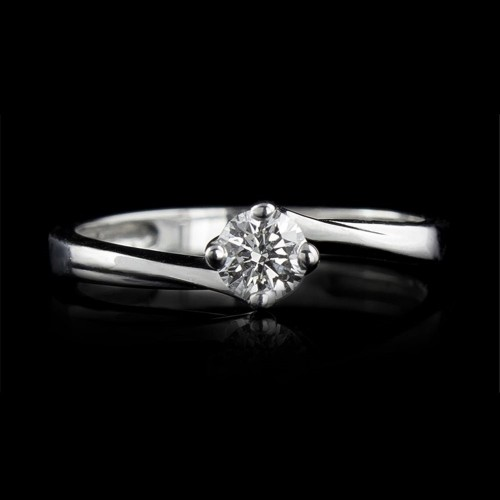 Еngagement ring of 18K gold, 1 diamond with a total weight of 0.23ct.