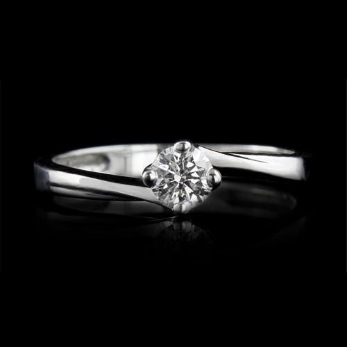 Пръстен 18К злато, 1 диамант с общо тегло 0.23ct.