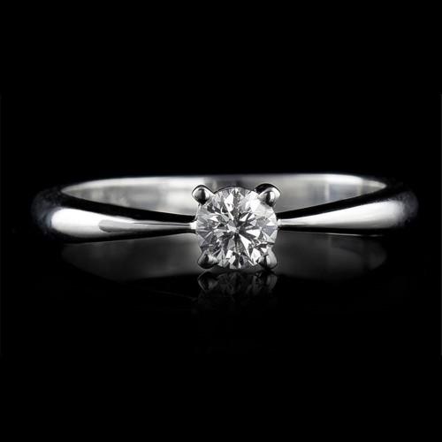 Пръстен 18К злато, 1 диамант с общо тегло 0.25ct.