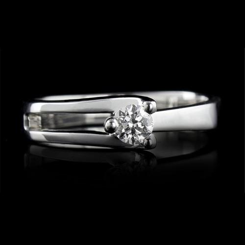 Пръстен 18К злато, 1 диамант с общо тегло 0.178ct.