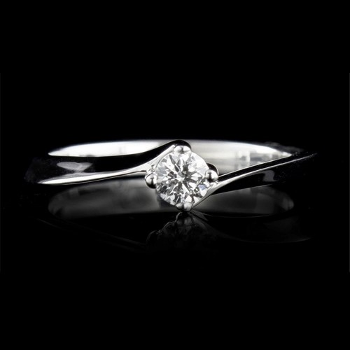 Engagement ring of 18K gold, 1 diamond with a total weight of 0.174ct.
