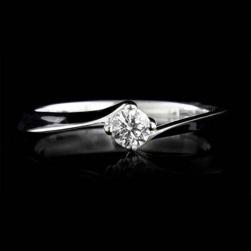 Пръстен 18К злато, 1 диамант с общо тегло 0.174ct.