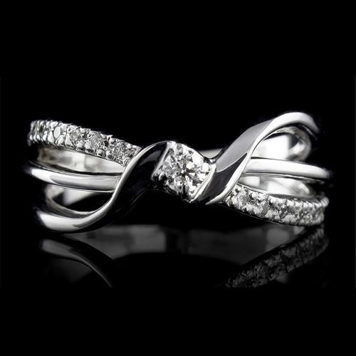 Пръстен 18К злато, 1 диамант с тегло 0.073ct и 18 диаманта с тегло 0.122ct.