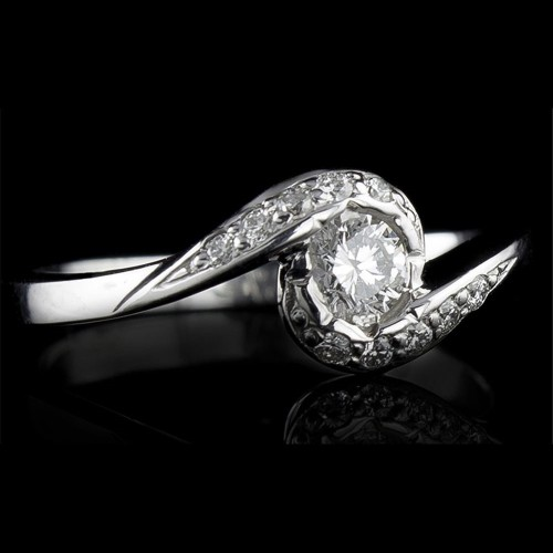 Еngagement ring of 18К gold, 1 diamond with a weight of 0.17 and 10 diamonds with a weight of 0.07ct.