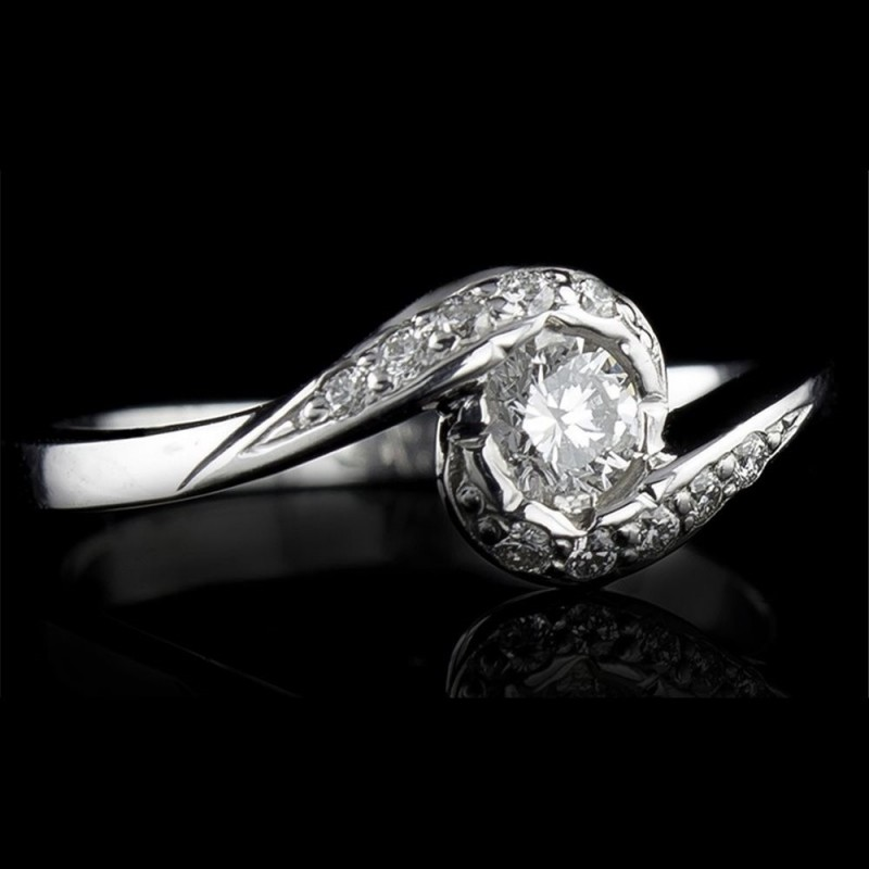 Engagement ring of 18К gold, 1 diamond with a weight of 0.17 and 10 diamonds with a weight of 0.07ct.