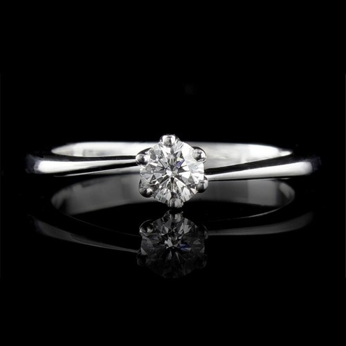 Engagement ring of 18K gold, 1 diamond with a total weight of 0.3ct.