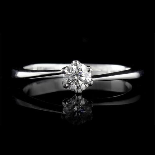 Пръстен 18К злато, 1 диамант с общо тегло 0.3ct.