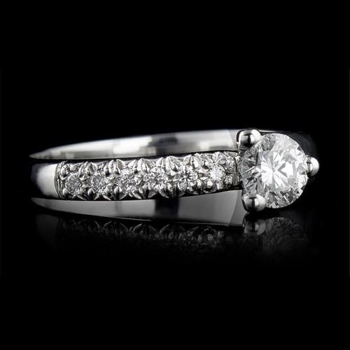 Годежен пръстен 18К злато, 1 диамант с тегло 0.3ct и 6 диаманта с тегло 0.06ct.
