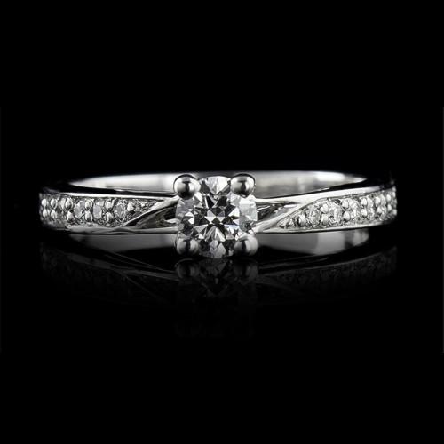 Пръстен 18К злато, 1 диамант с тегло 0.32ct и 12 диаманта с тегло 0.11ct.